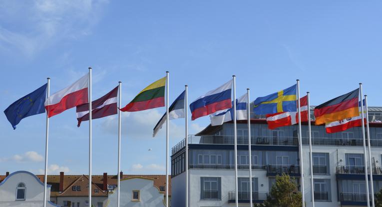 Foto mit den Fahnen verschiedener Länder