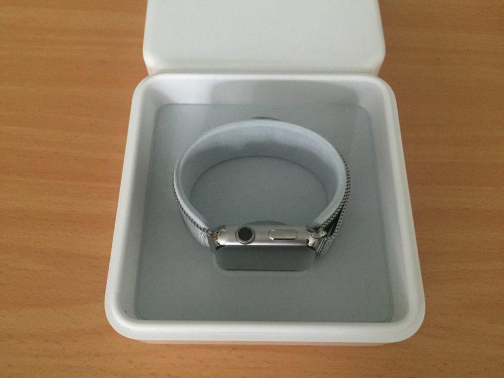 Foto der Apple Watch in der inneren Verpackung