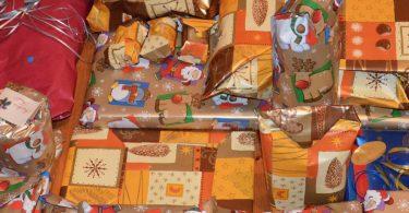 Foto von eingepackten Geschenken