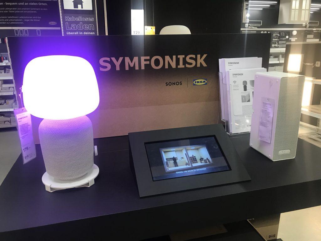 Foto der Symfonisk-Lautsprecher von IKEA und Sonos