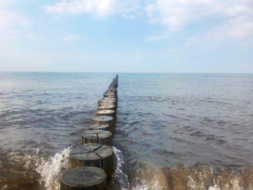 Foto vom Strand Richtung Ostsee in Warnemünde