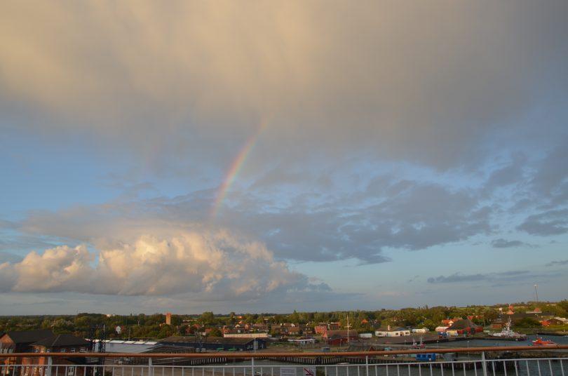 Regenbogen über dem dänischen Gedser